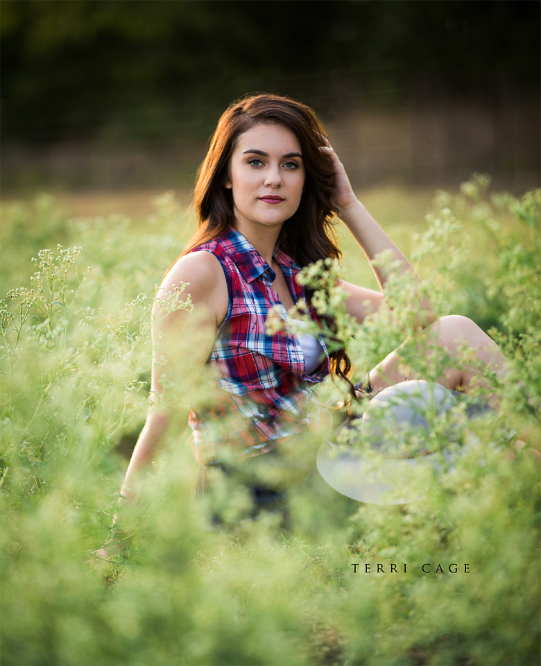 Senior pose in field