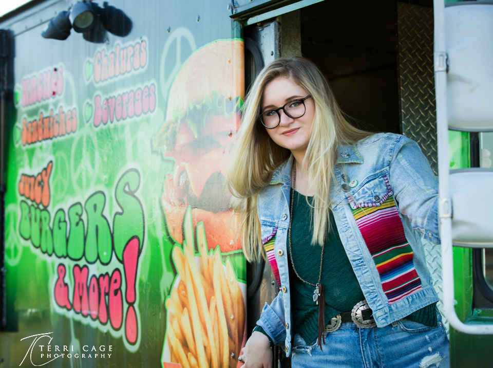 senior picture with food truck