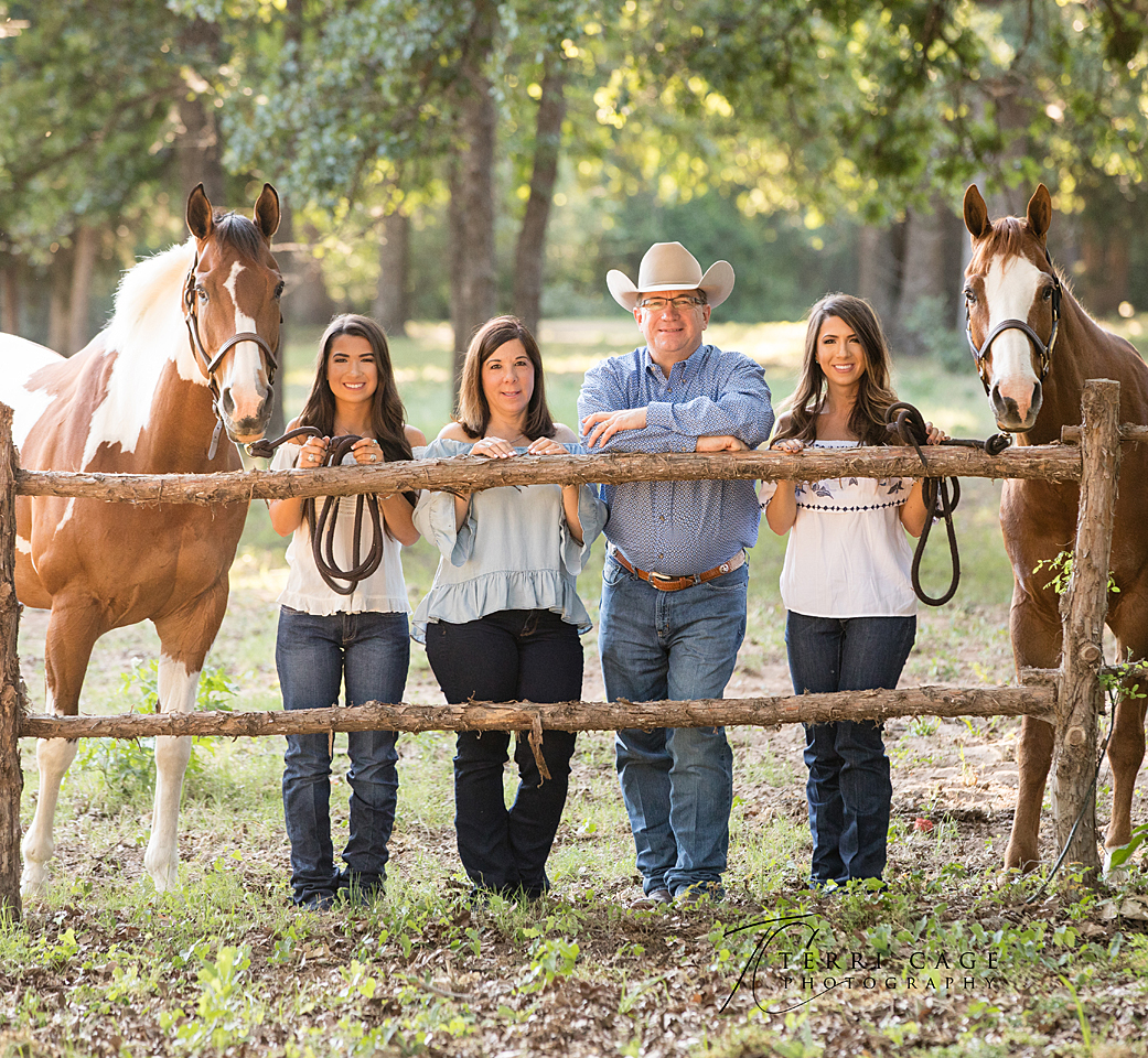 family portraits, family portraits with horses, denton, equine,