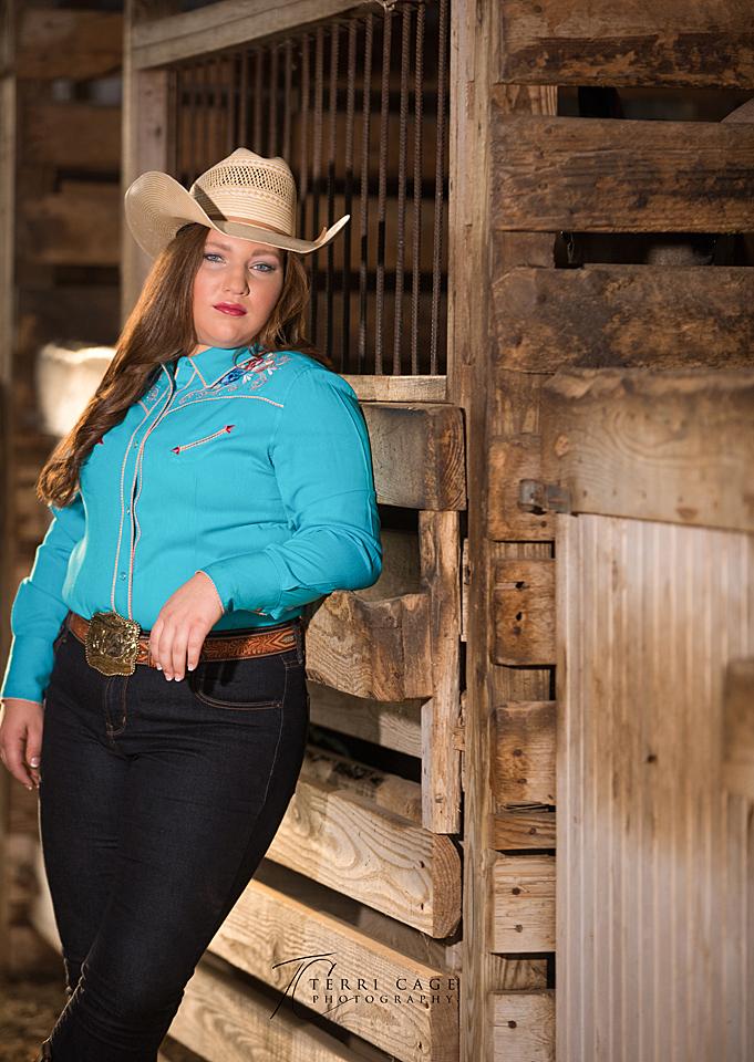 senior photos in a barn