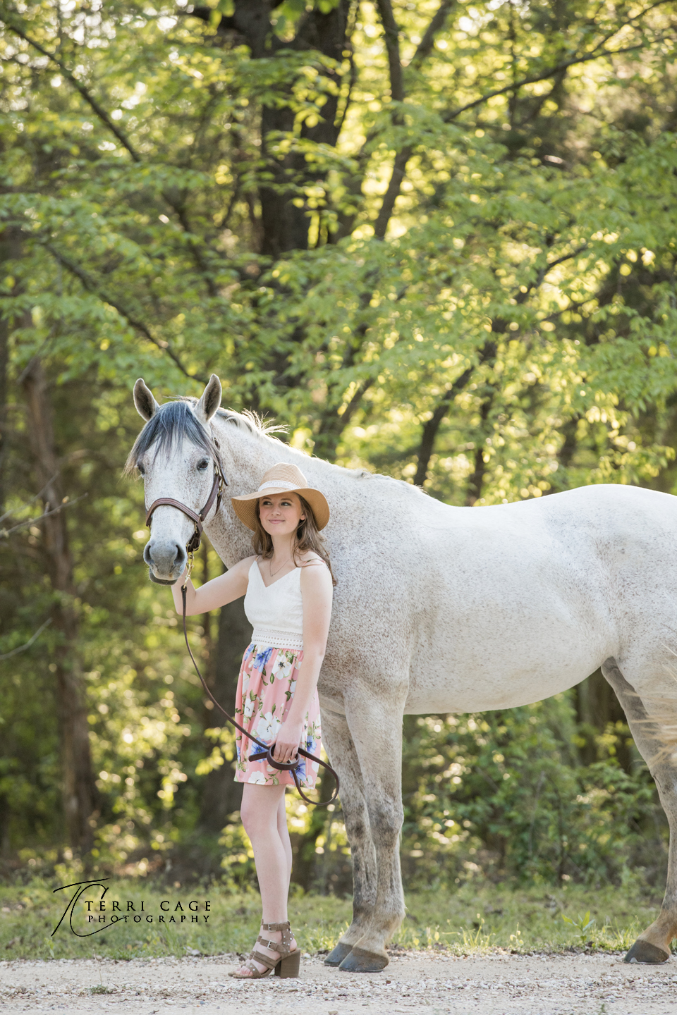 senior photos with a horse.jpg