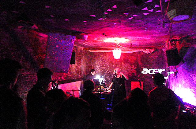 Fraction Bruit#3, Loophole, Berlin 2014, photo Whitney