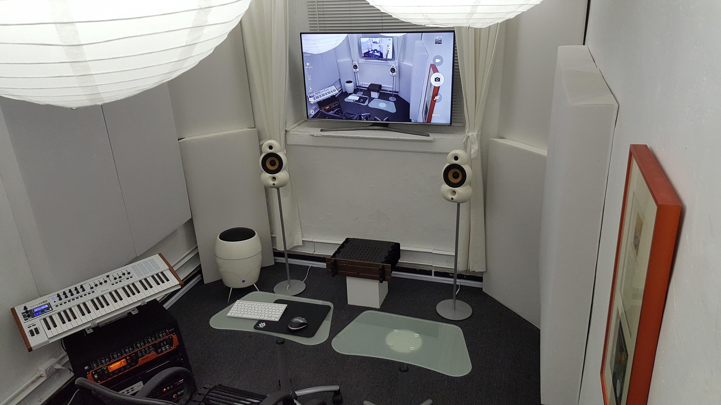 STUDIO B - PRODUCTION & WRITING ROOM
