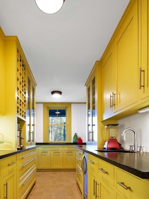 HGTV-Remodels-energetic-yellow-kitchen-600x800.jpg