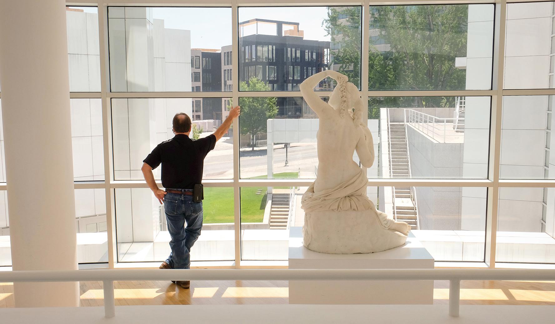 High Museum - Statue Man, Atlanta