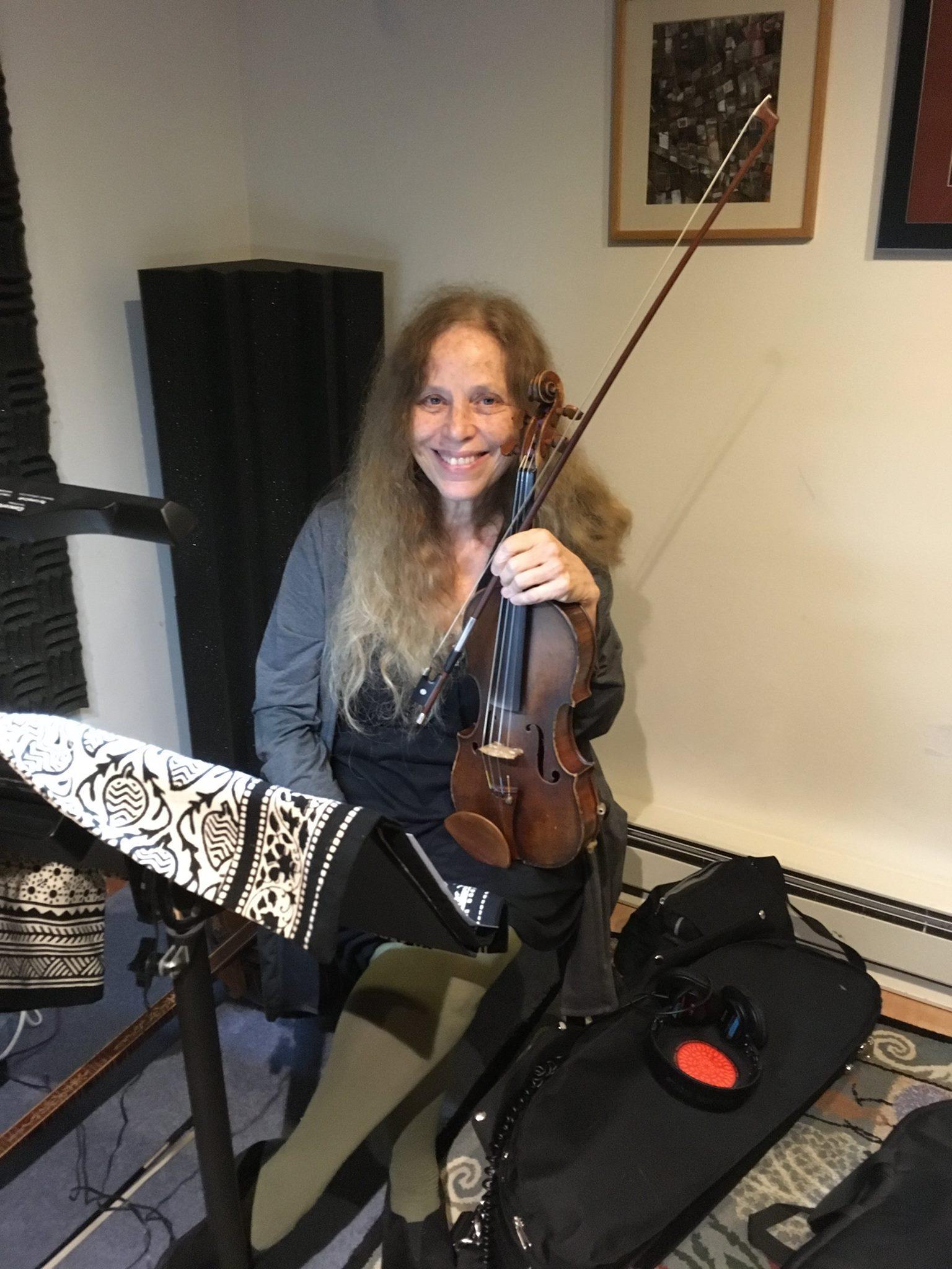 Beth Cohen , violin