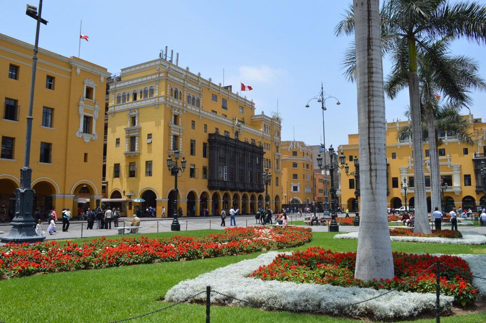 plaza dr armas lima peru