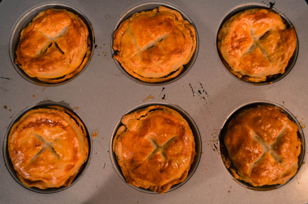 RECIPE FOR MINI MEAT PIES FROM AUSTRALIA