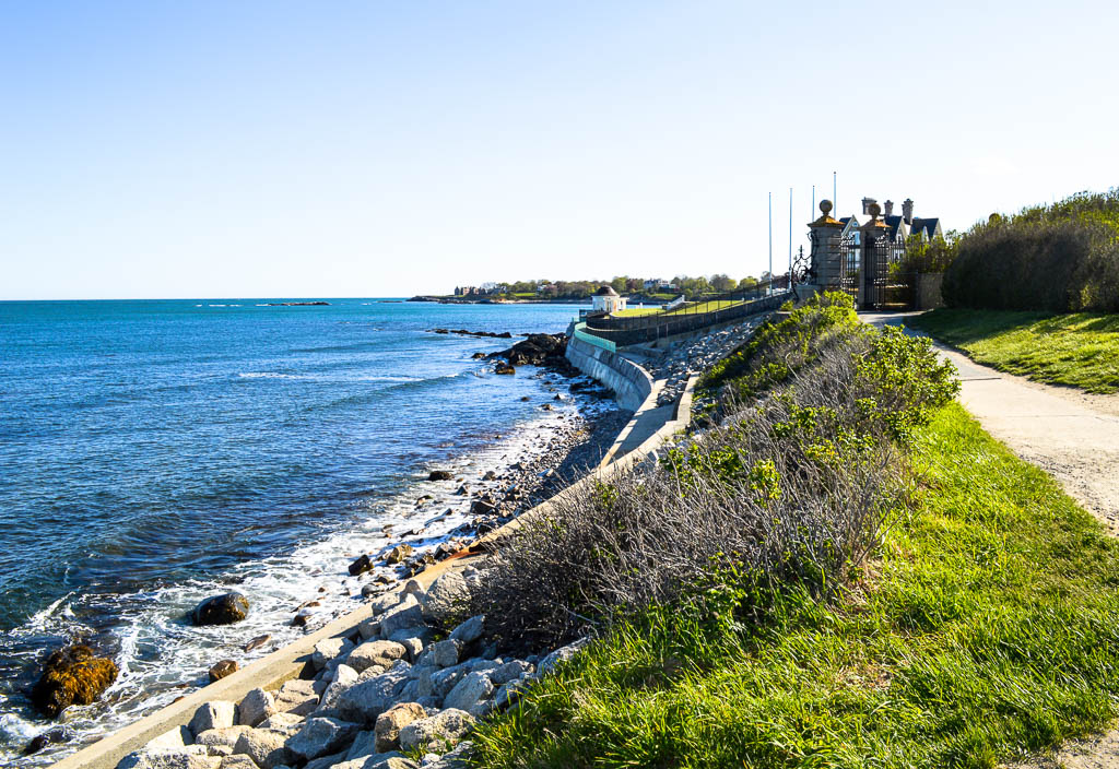 THINGS TO DO IN RHODE ISLAND: NEWPORT'S CLIFF WALK