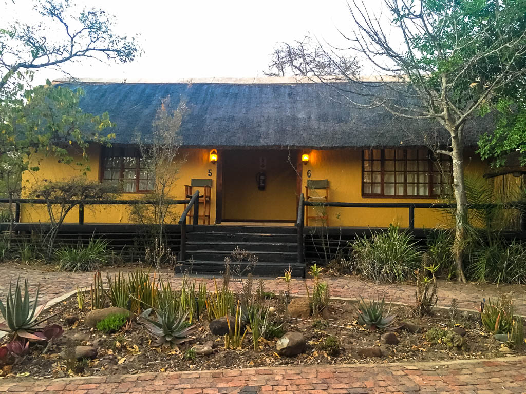 INTREPID TRAVEL KRUGER PARK LODGE EXPERIENCE REVIEW: ACCOMODATION, THORNHILL