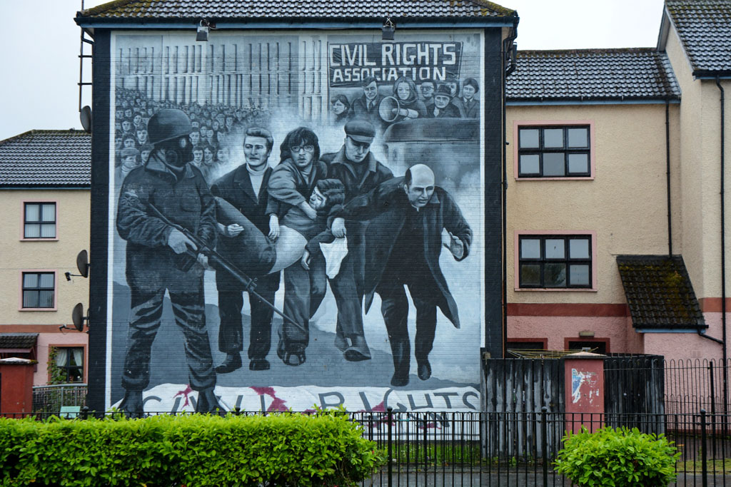 things to do in northern ireland: murals in derry/londonderry