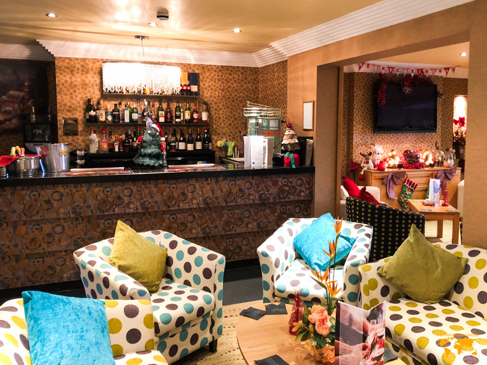 WHERE TO STAY IN BLACKPOOL: NUMBER ONE SOUTH BEACH HOTEL BAR