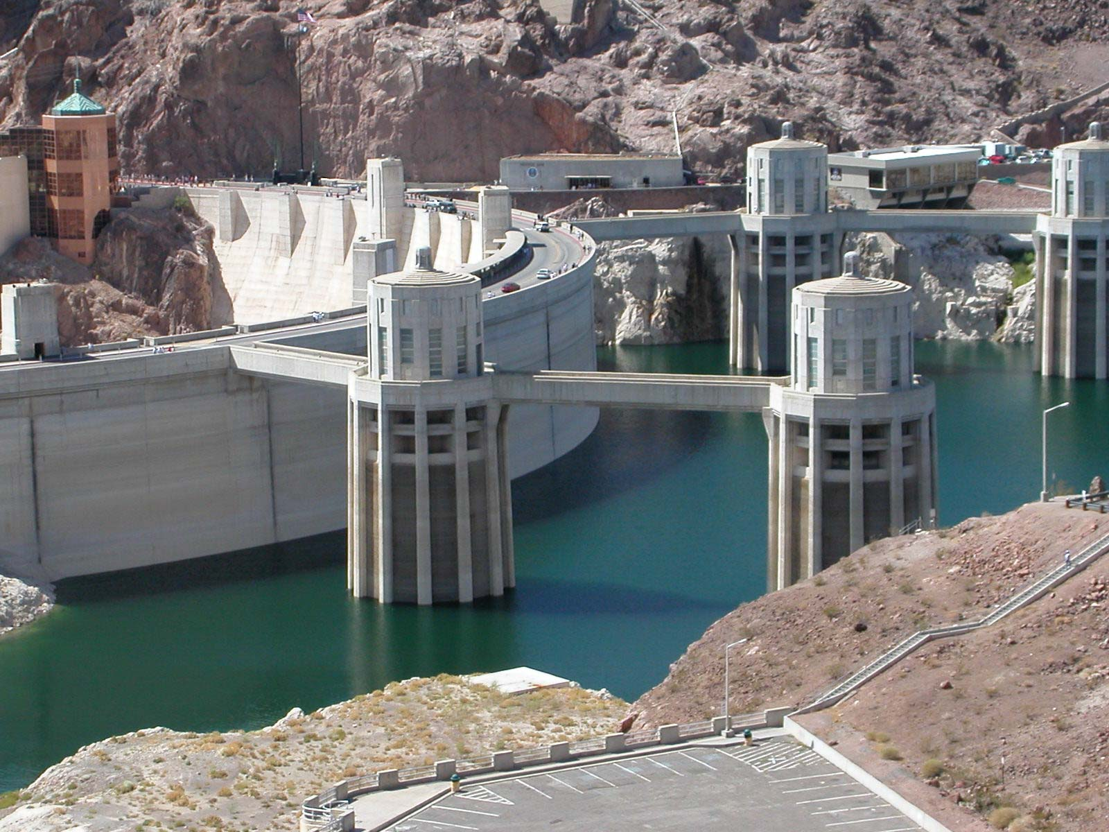 things to do in nevada:visit hoover dam