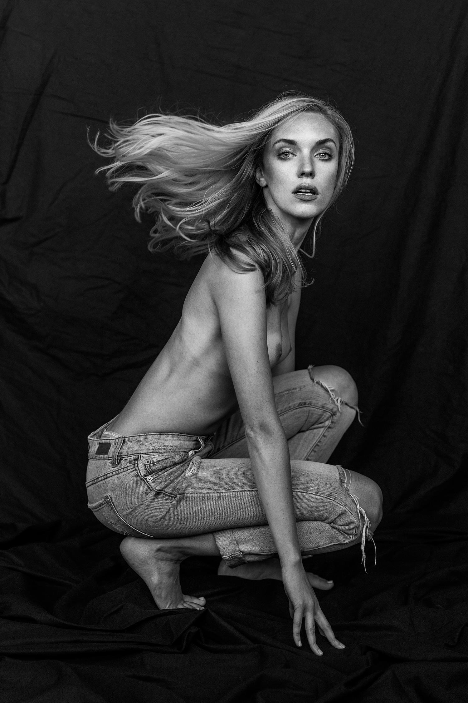 Weronika---Crouch-copy.jpg