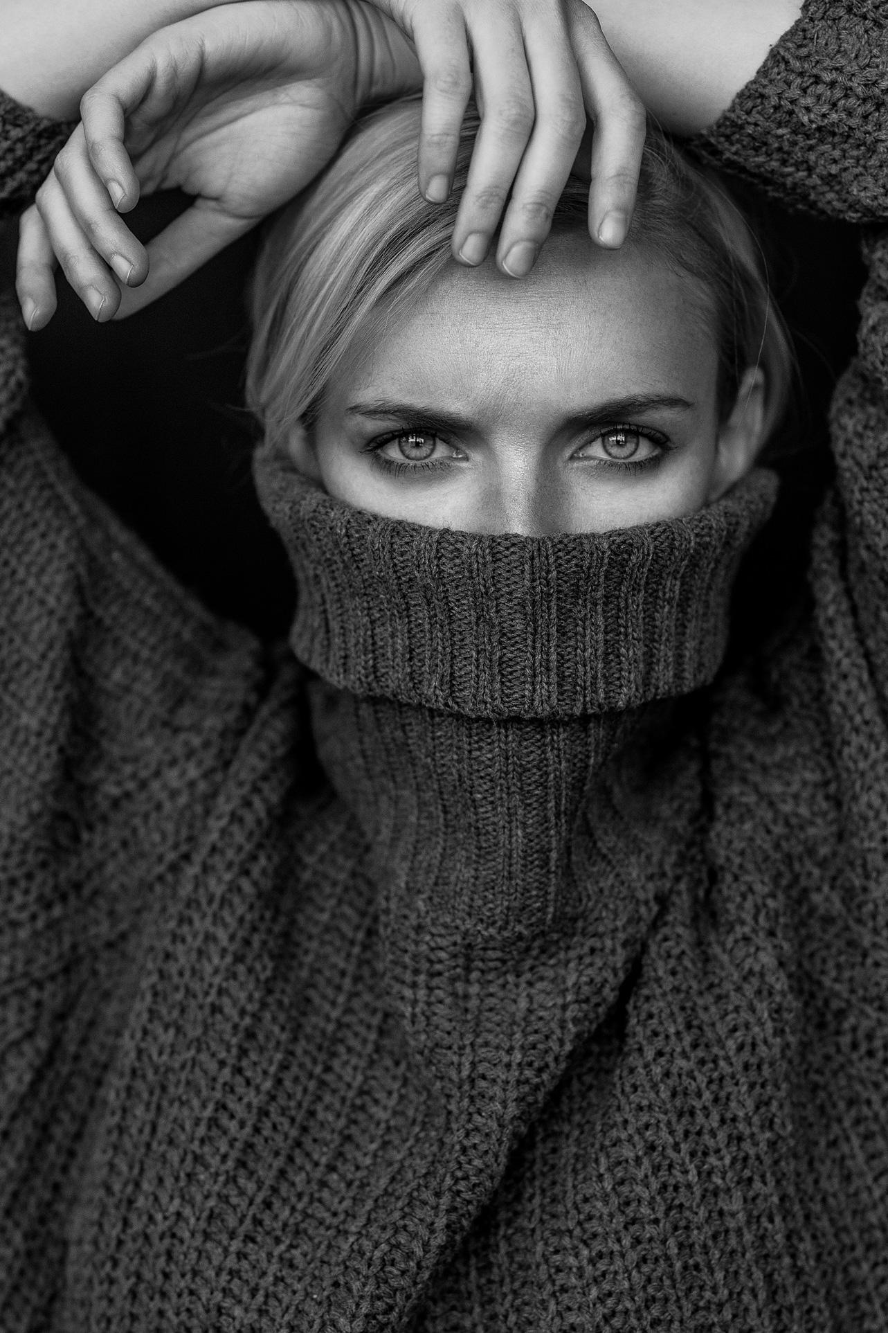 Weronika---Sweater(peek)-copy.jpg