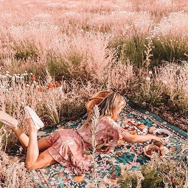 Hope your long weekend is filled with picnics and wildflowers 🌾🌼⠀ ⠀ 📷 via @spell