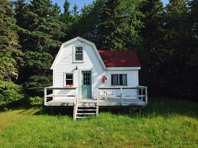 {I would love to get this house and fix it up. Perched right on Drift Inn beach with amazing views}
