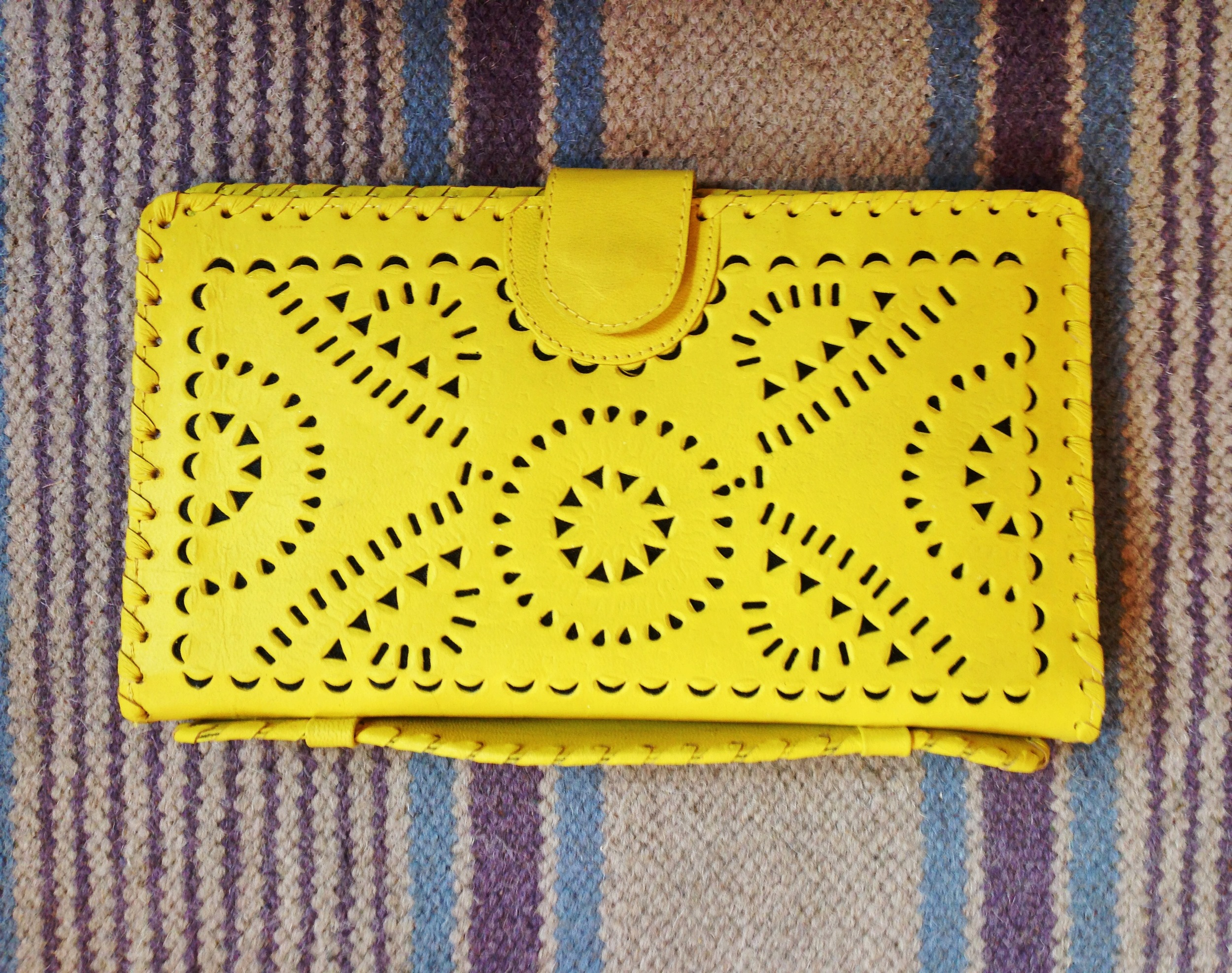 {Snatched this  clutch  in gold at  CJ Laing }