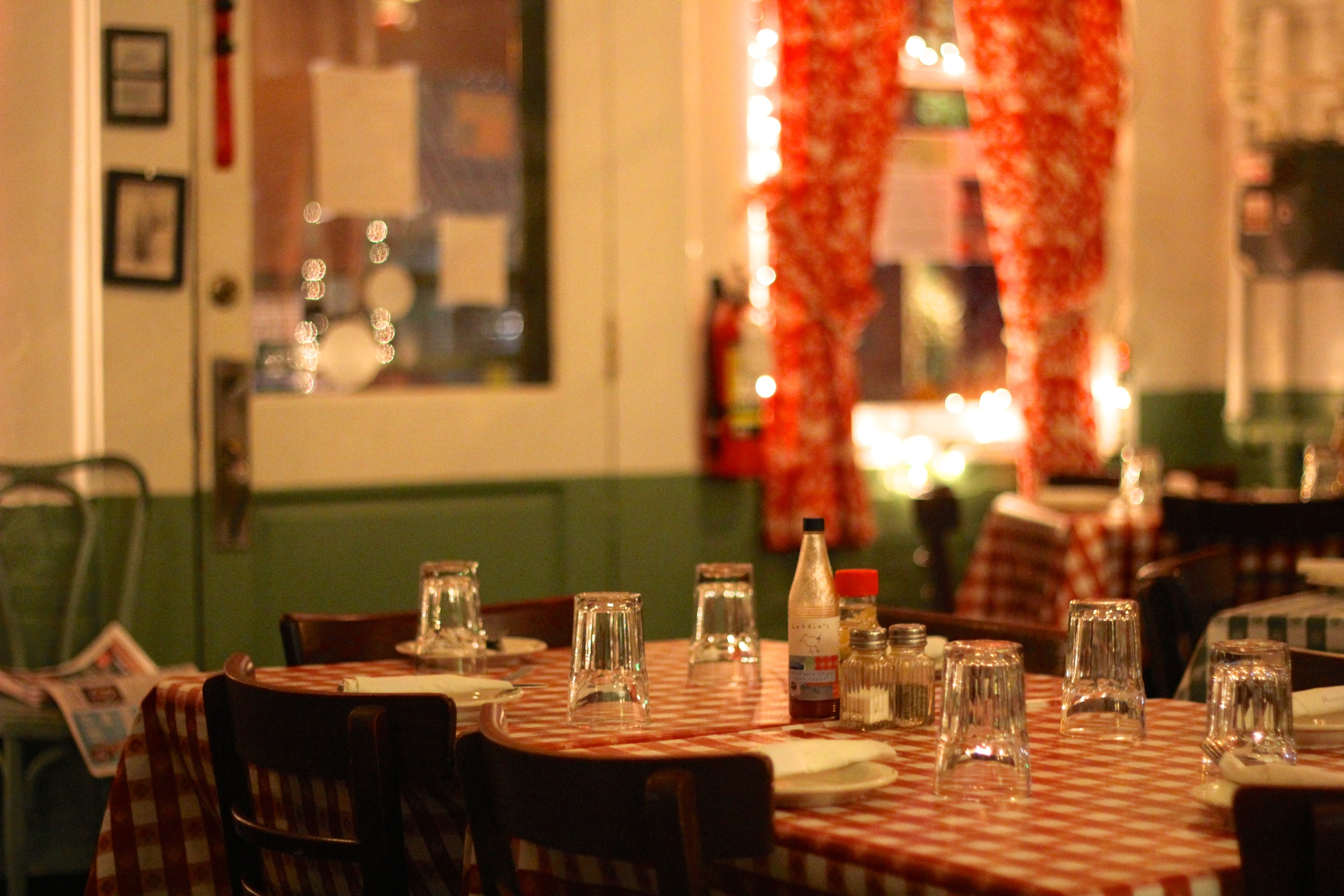 {We had great fried chicken at a cozy restaurant, Hattie's, in Saratoga}