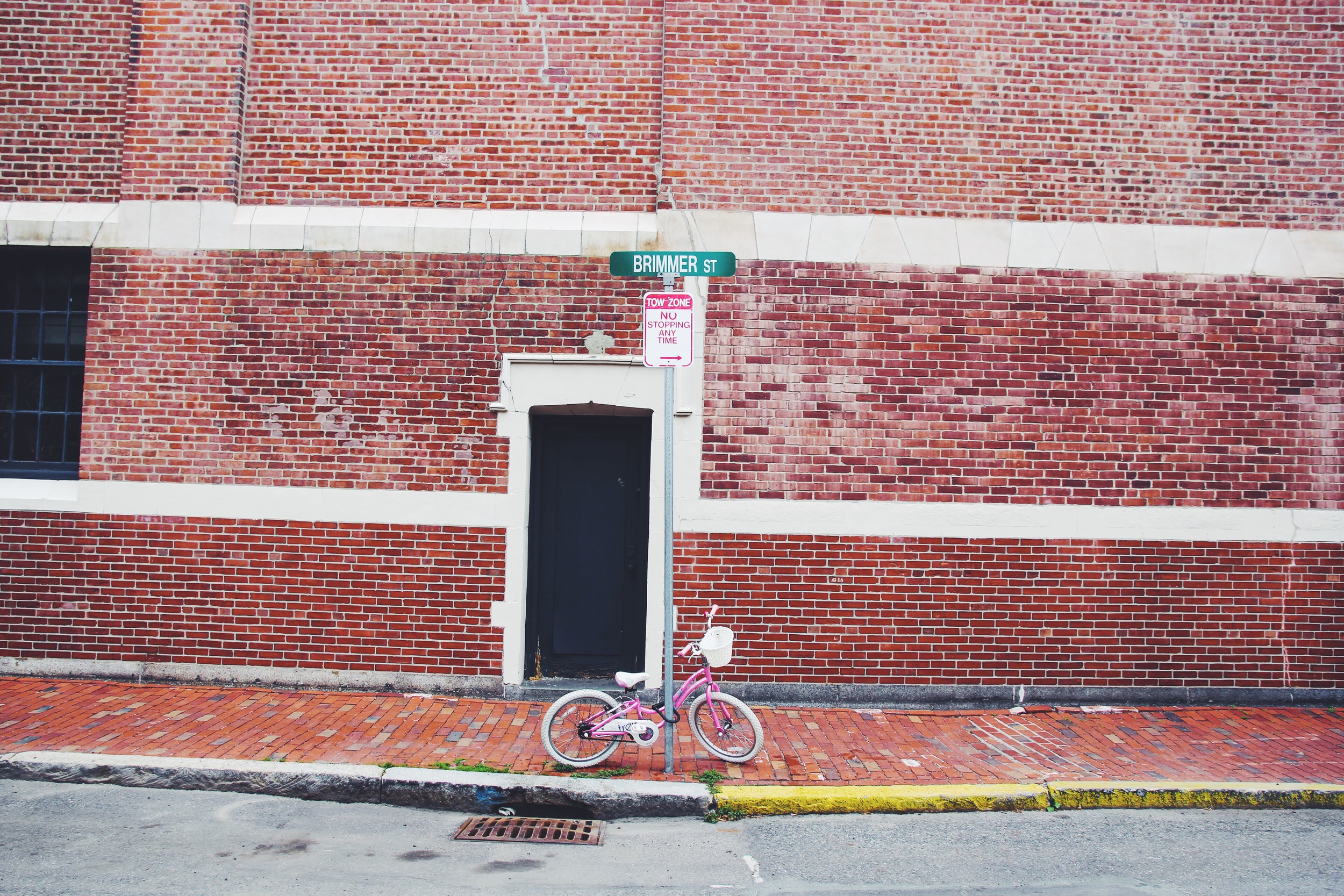{A lonely pink bike onBeacon Hill}