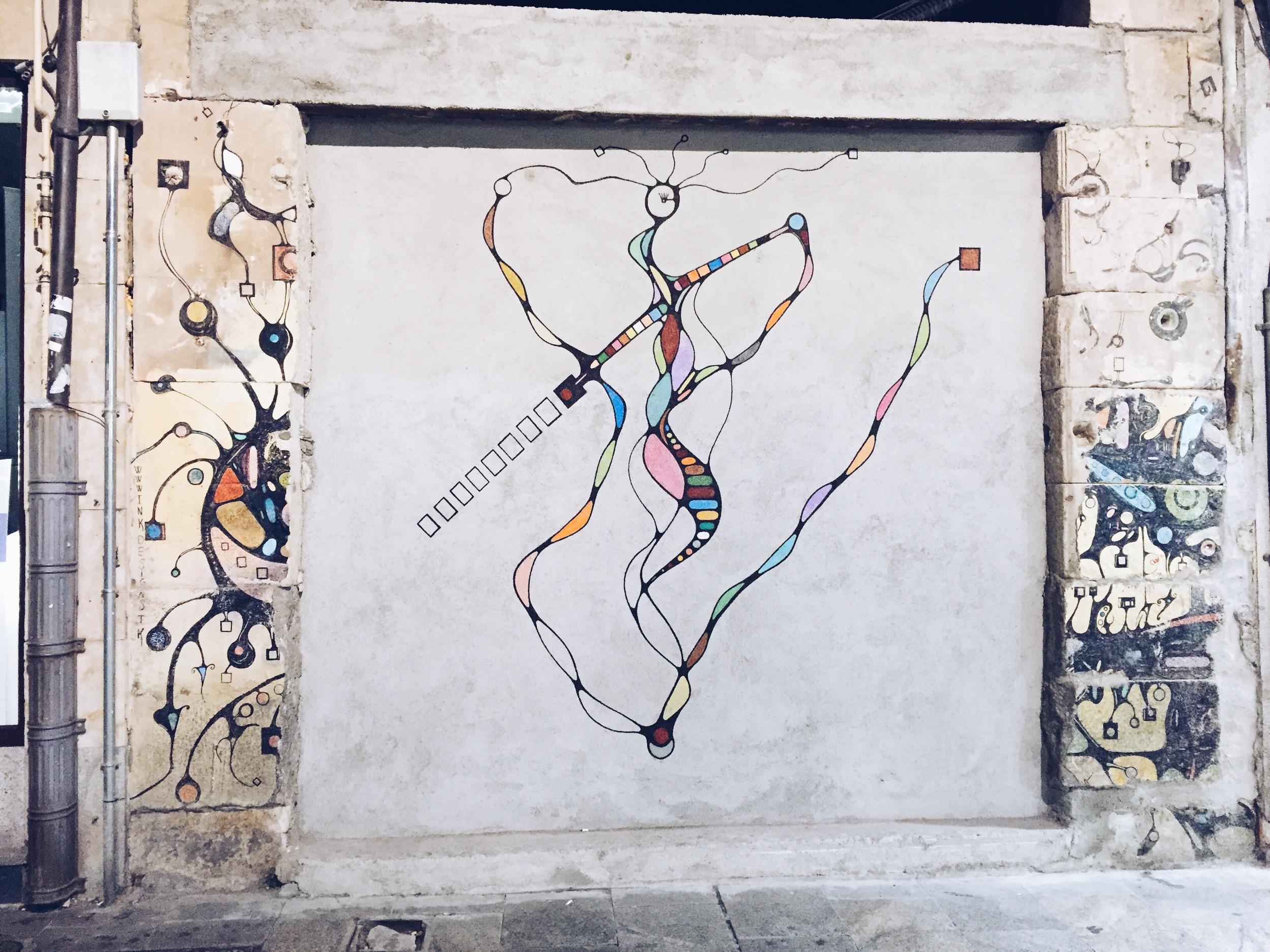 {Pretty Spanish graffiti in Salamanca}