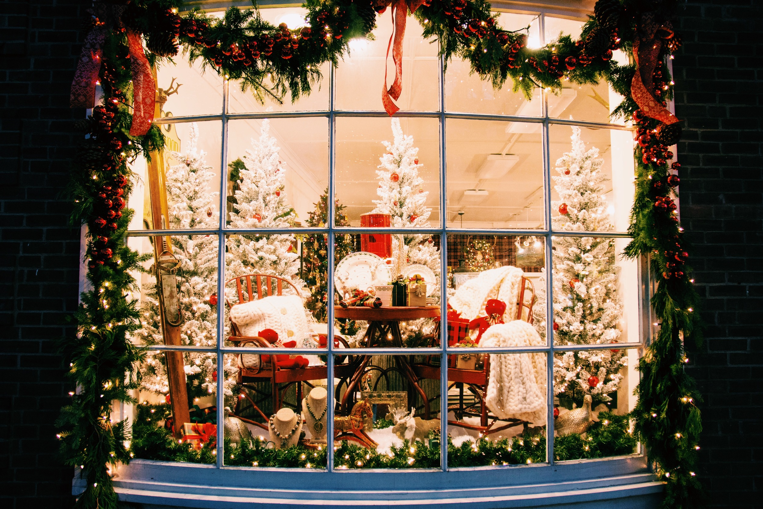 A Woodstock window that's the image of Christmas.