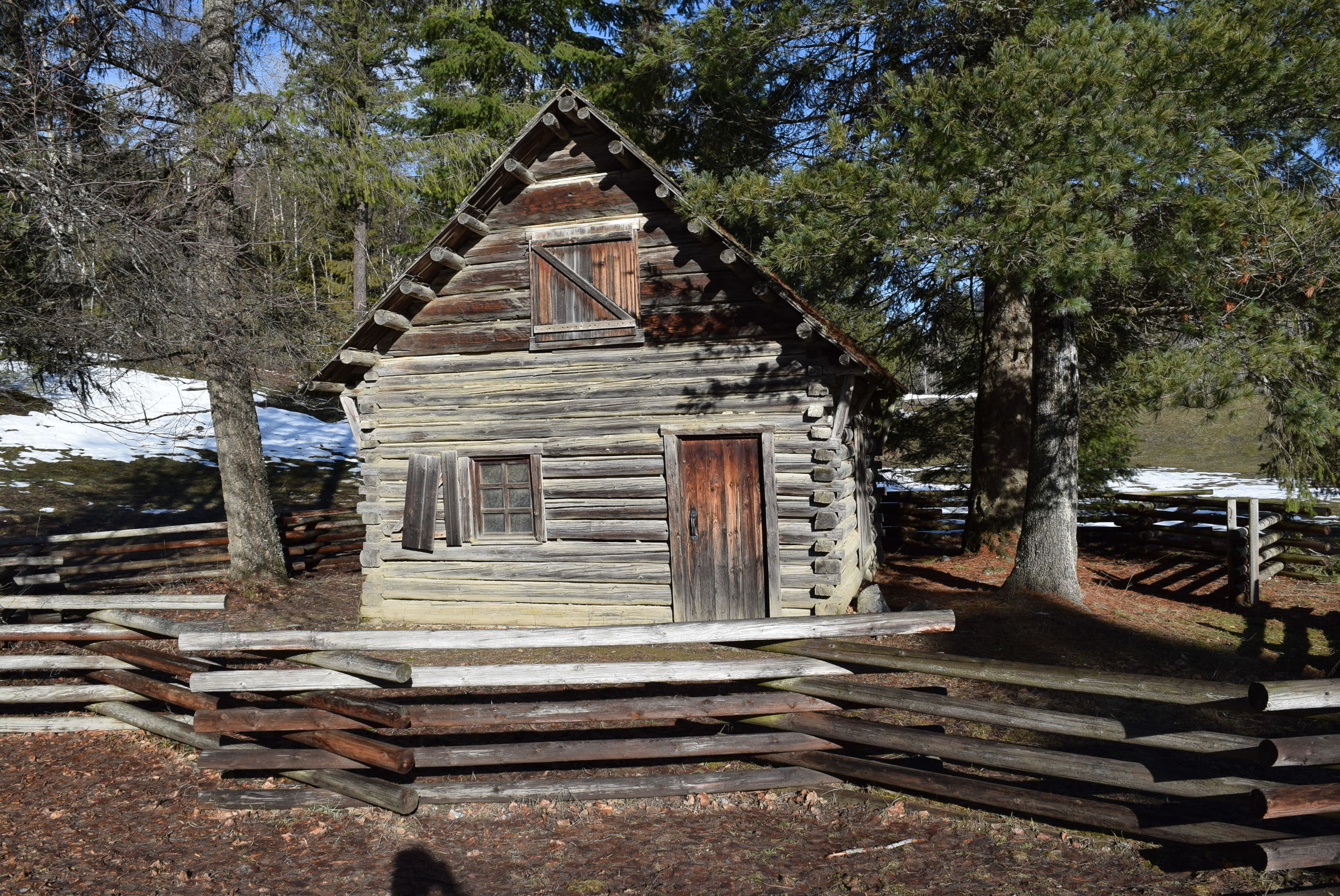 An old trappers cabin at the State park by the Boundary Dam.