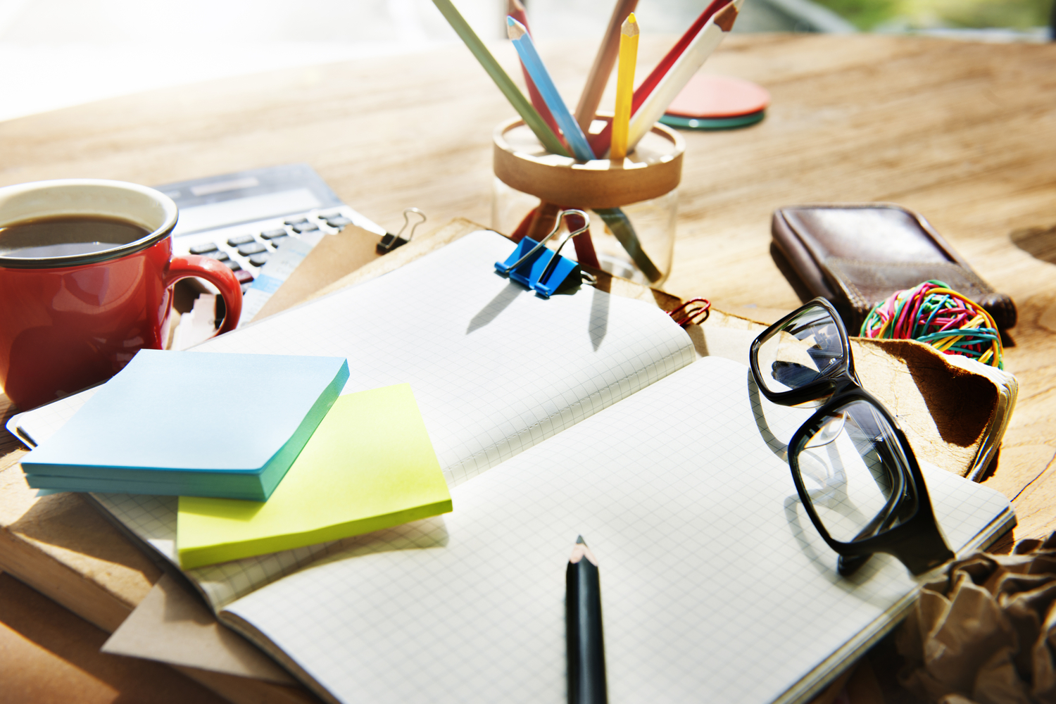 busy desk - why real estate agents need assistants
