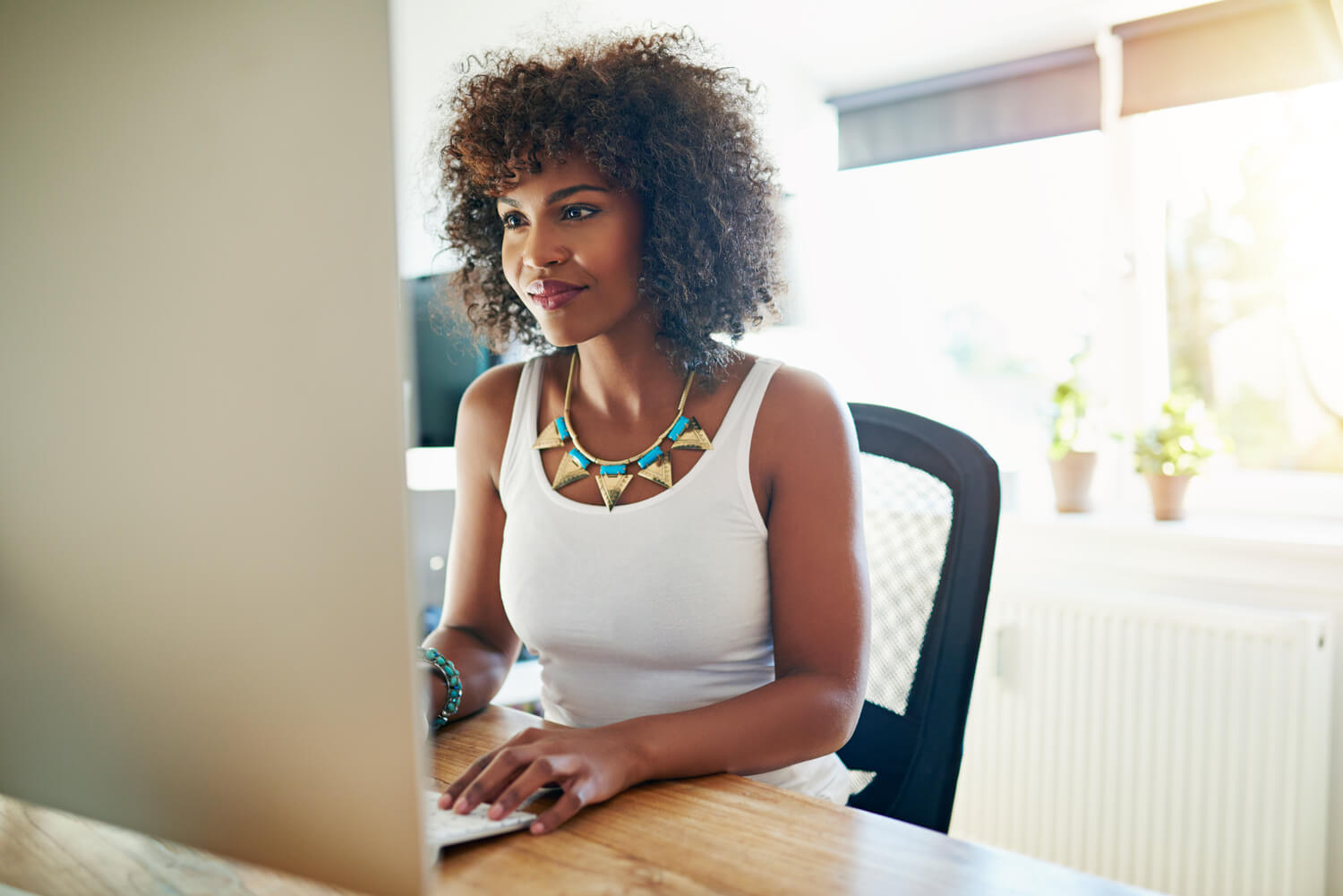 woman working at computer - why real estate agents need assistants