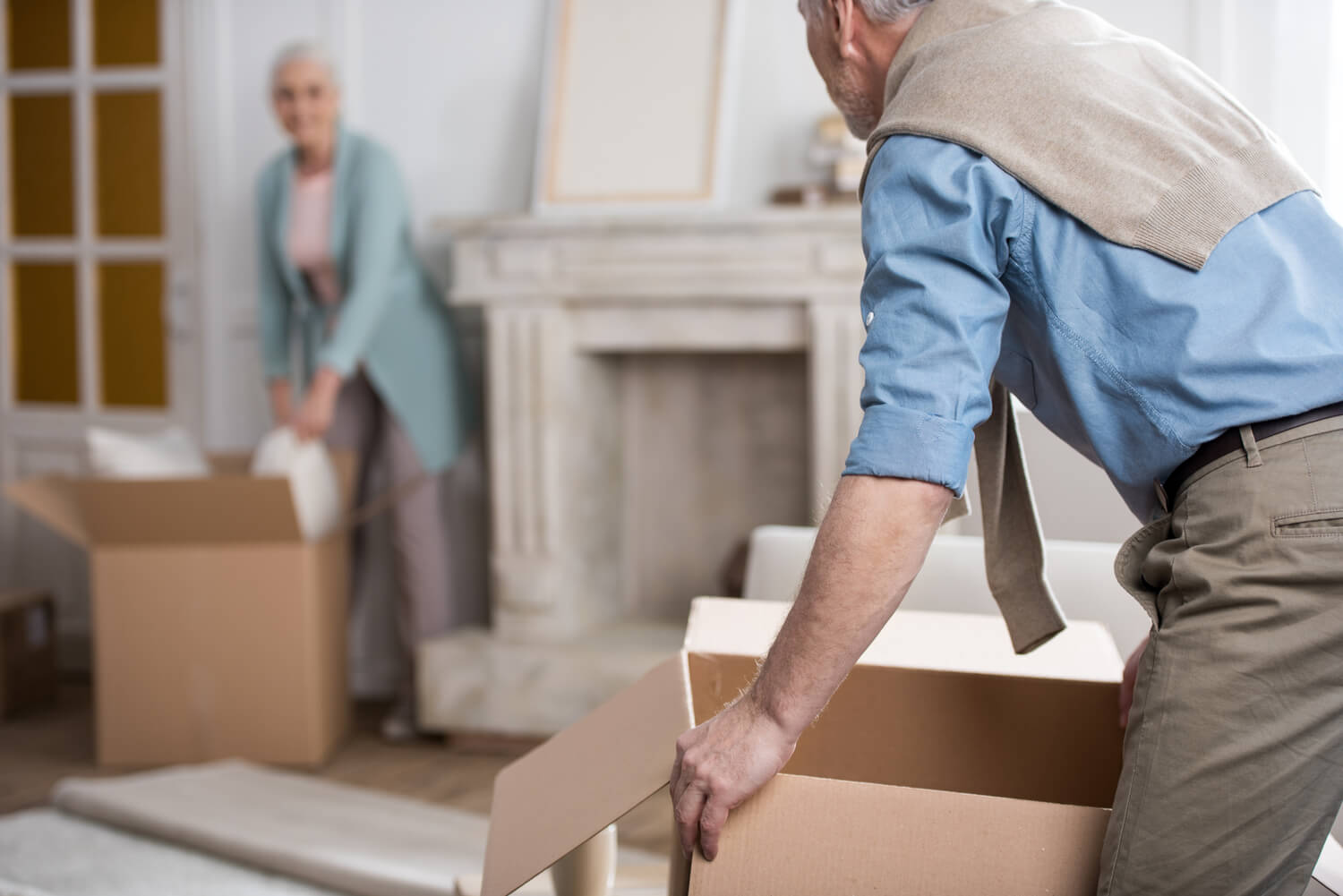 elderly couple packing - moving terminology ultimate glossary