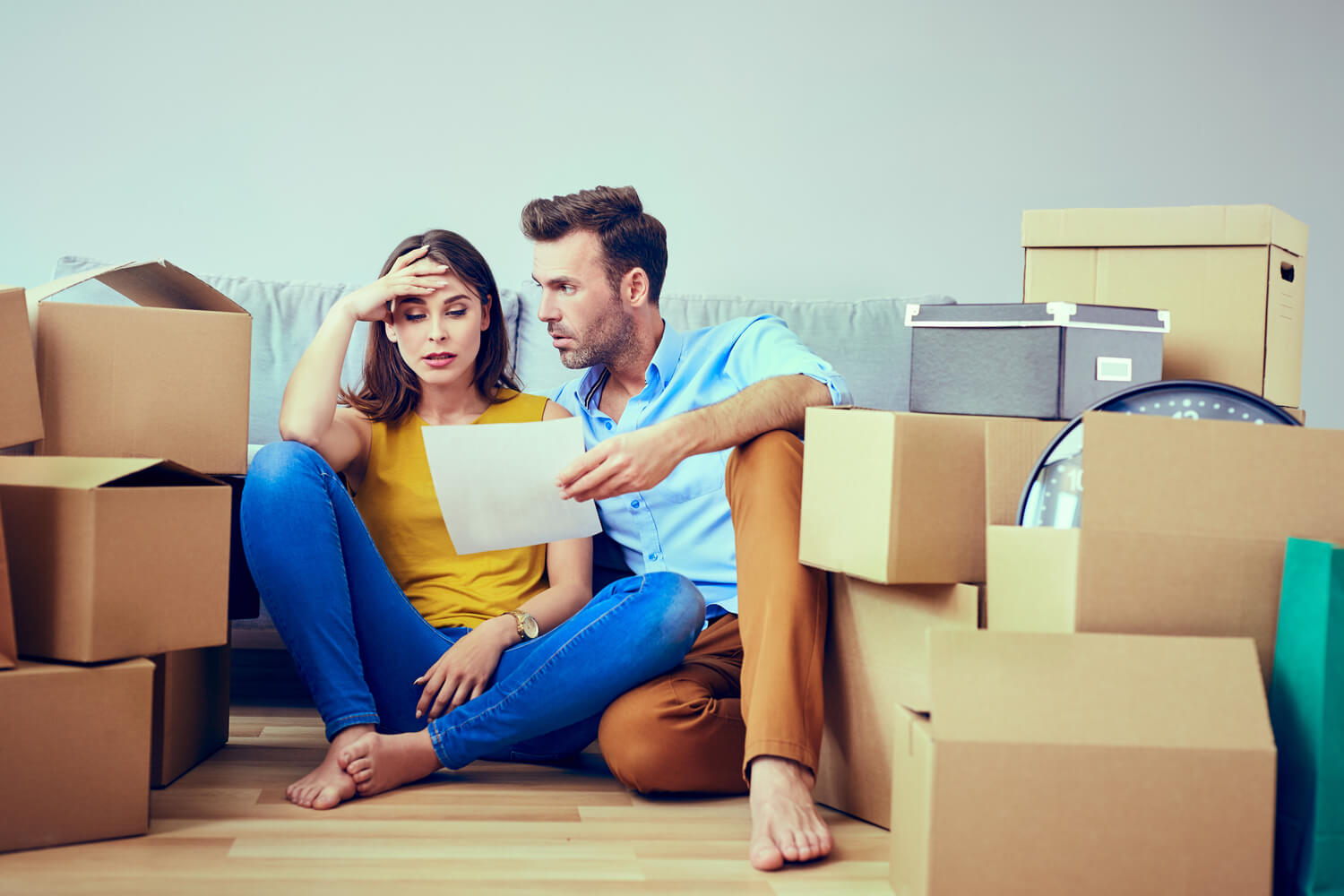 couple packing - moving company scams