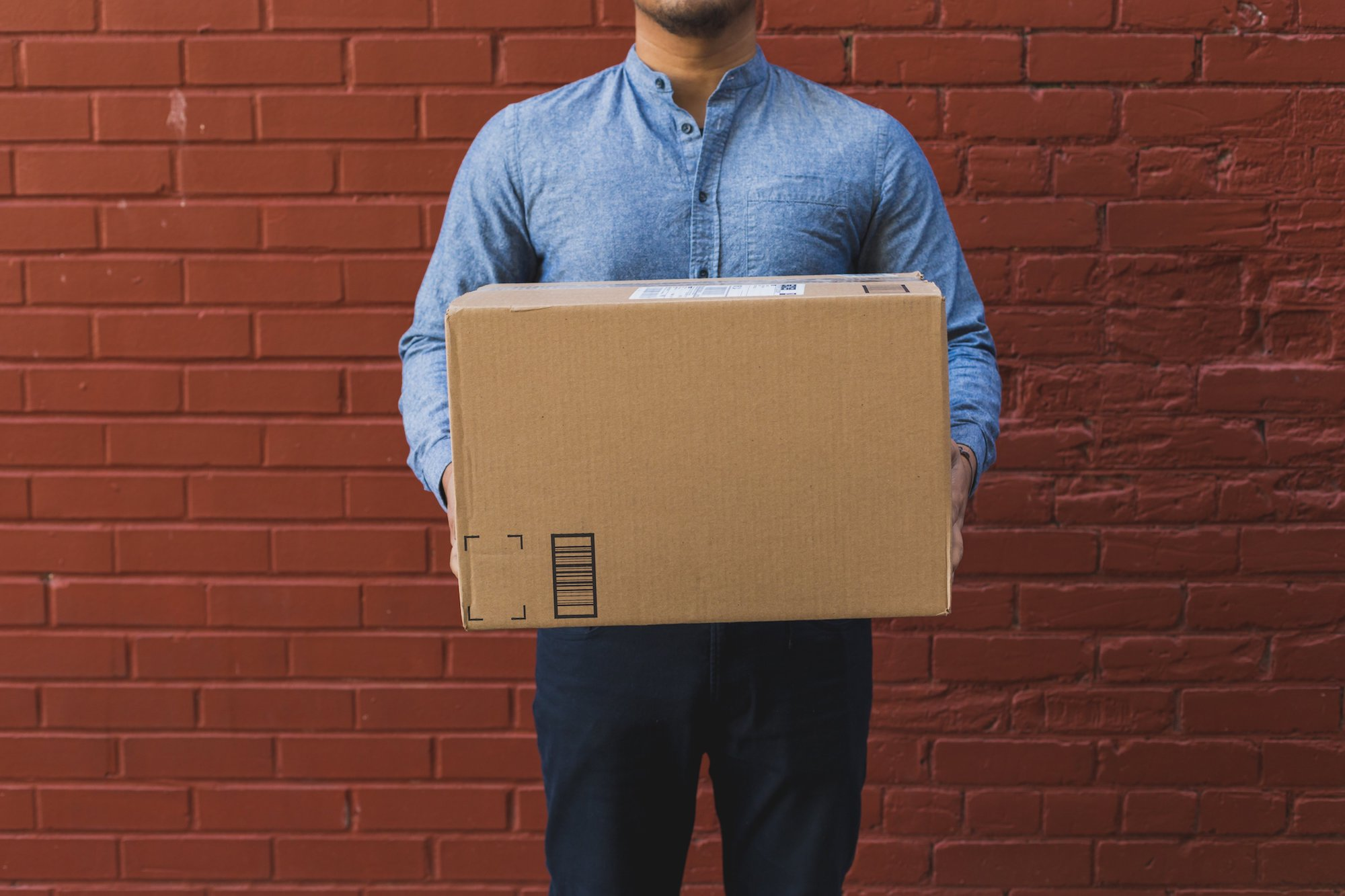 man-holding-shipping-box_national-moving-month