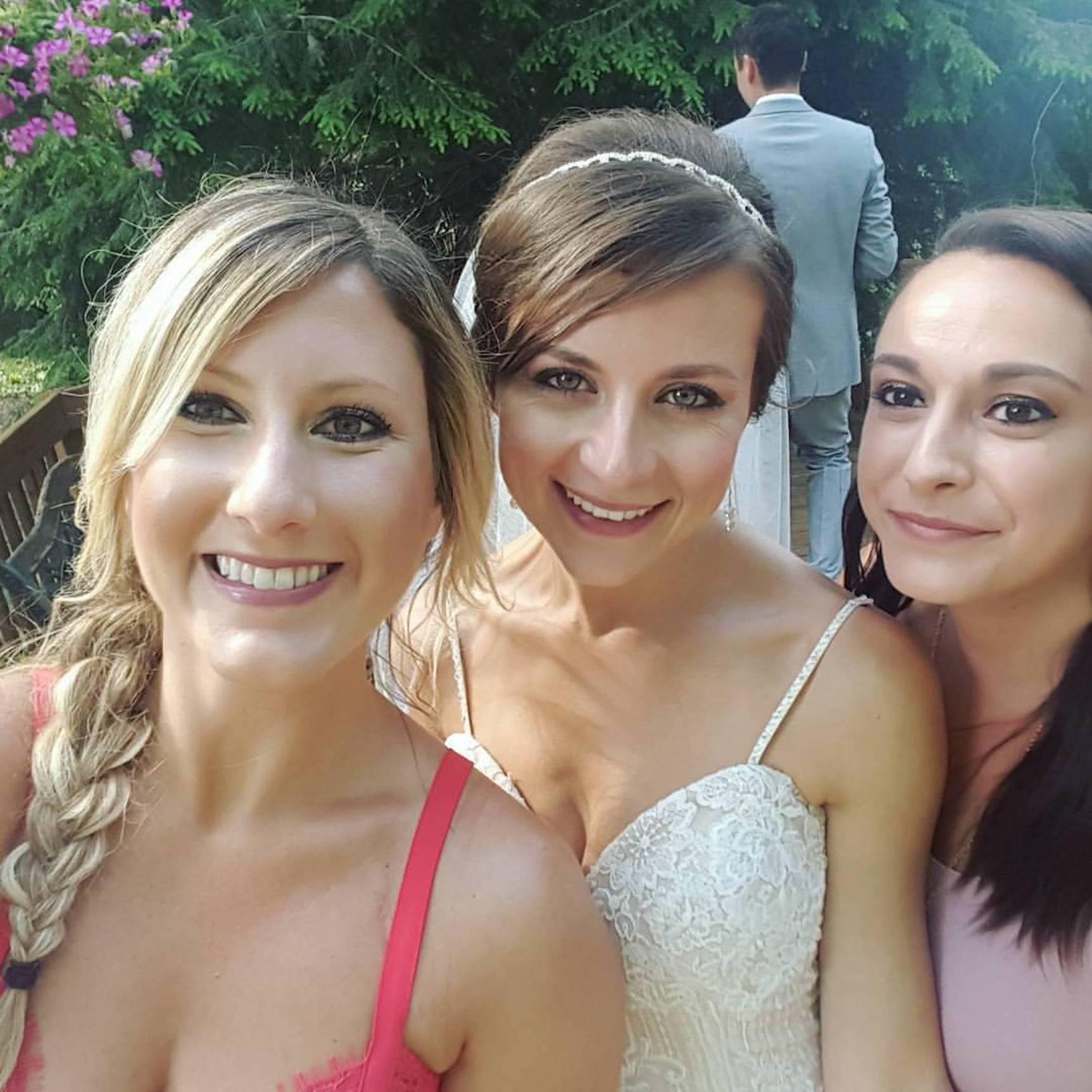 ashley-and-best-friends_meet-updater-ashley-jucha.jpg