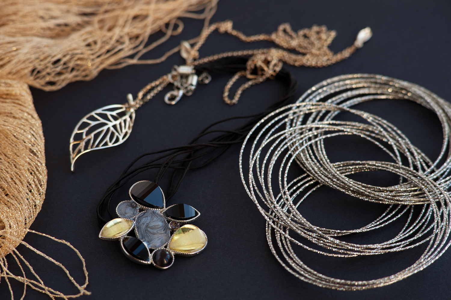 jewelry-pile_how-to-pack-jewelry