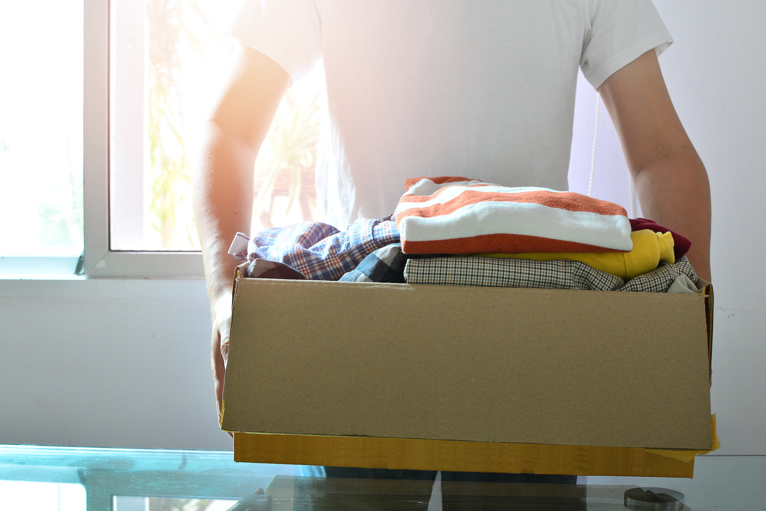 clothes-in-box_what-to-pack-first-when-moving