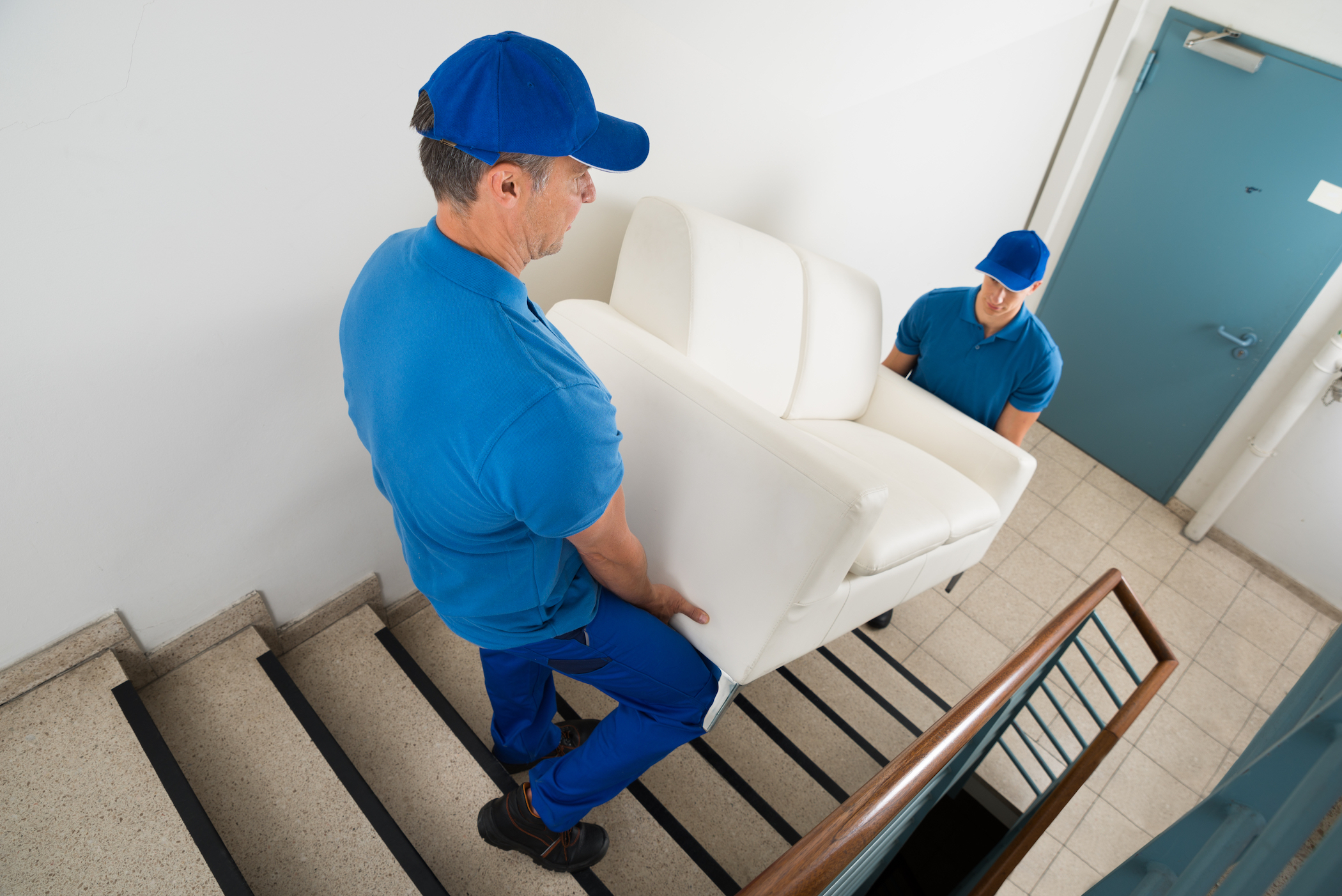 movers-with-couch_what-is-moving-insurance