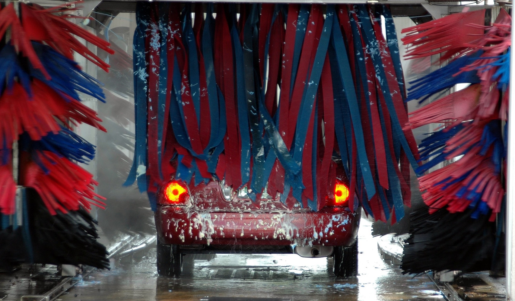red-car-in-carwash_how-to-ship-your-car.jpg