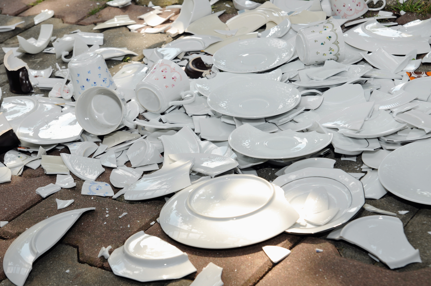 broken-dishes_moving-insurance-claims