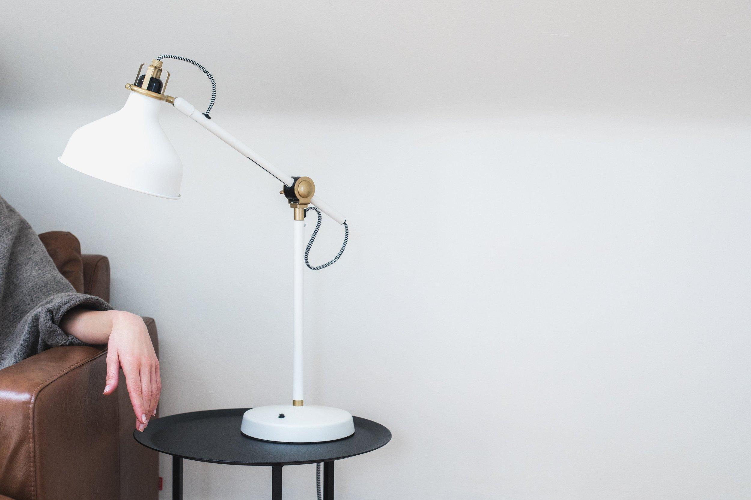 lamp-college-apartment-checklist