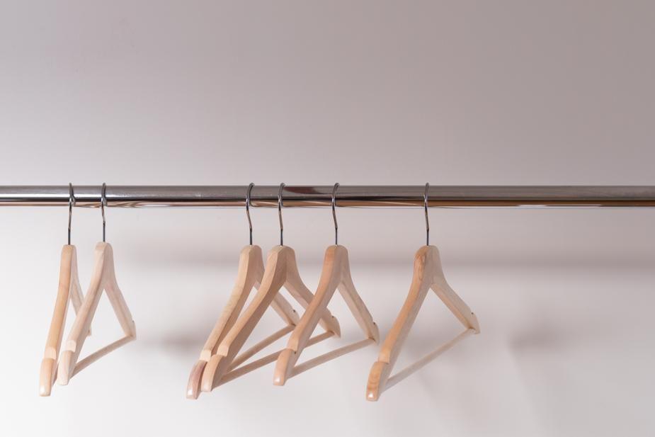 hangers-college-apartment-checklist
