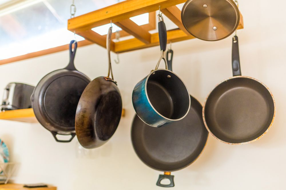 pots-and-pans-college-apartment-checklist