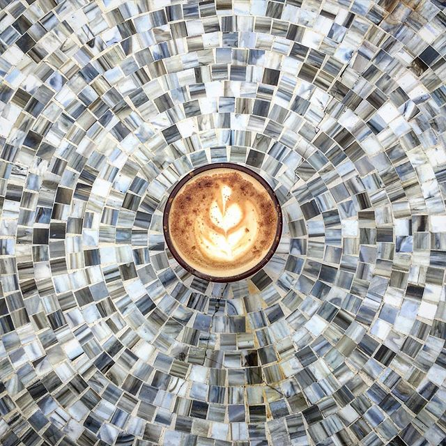 The lovely thing about a cloudy day is that you can look up and see anything you imagine. Maybe you're daydreaming about a lazy afternoon by a river, or the vibrant mosaic tiles of Barcelona's Park Güell (look it up 😻). In the meantime enjoy a Spanish latte with us and we'll #daydream together. 🌥#coffeecatau #laidback #escapism #gaudi