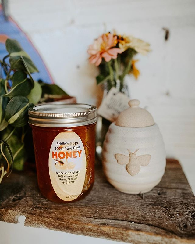 Honey honey!! 🍯 We're back in stock with Eddie's local creamed honey, honeycomb, and raw honey! Come by and snag a jar or try it in a specialty drink!