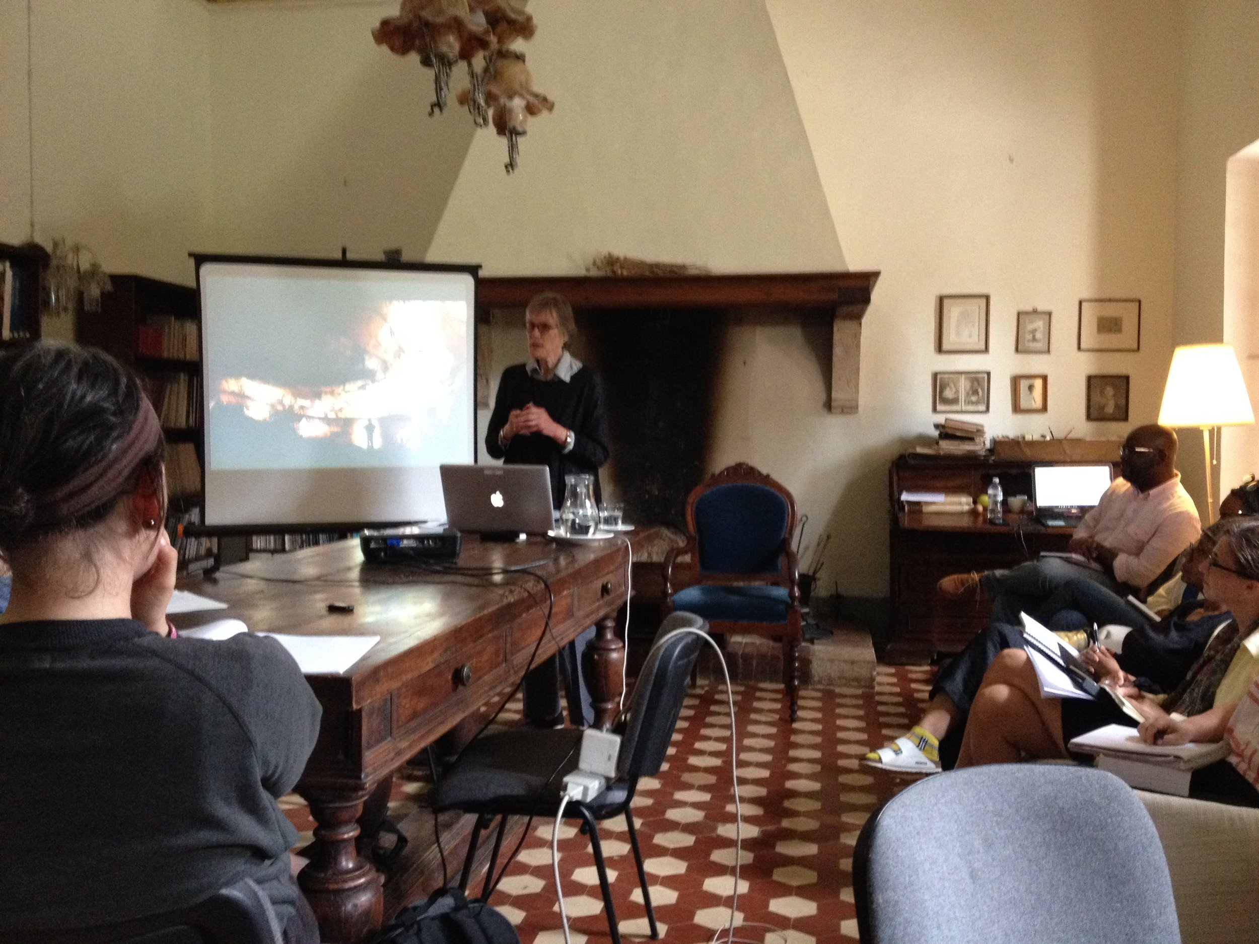 Alison Hildreth discussing her work with IDSVA students at Spannocchia. Photo by Simonetta Moro