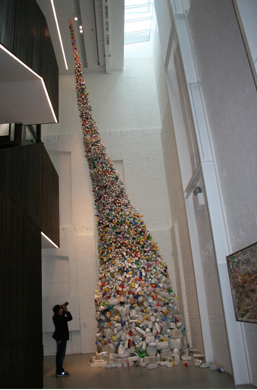 Wang Zhiyuan   , Thrown to the Wind,  2010, steel and plastic bottles, 1150 x 400 (diameter) cm. Courtesy the artist and  White Rabbit Collection , Sydney, National Gallery of Australia, Canberra, Australia.