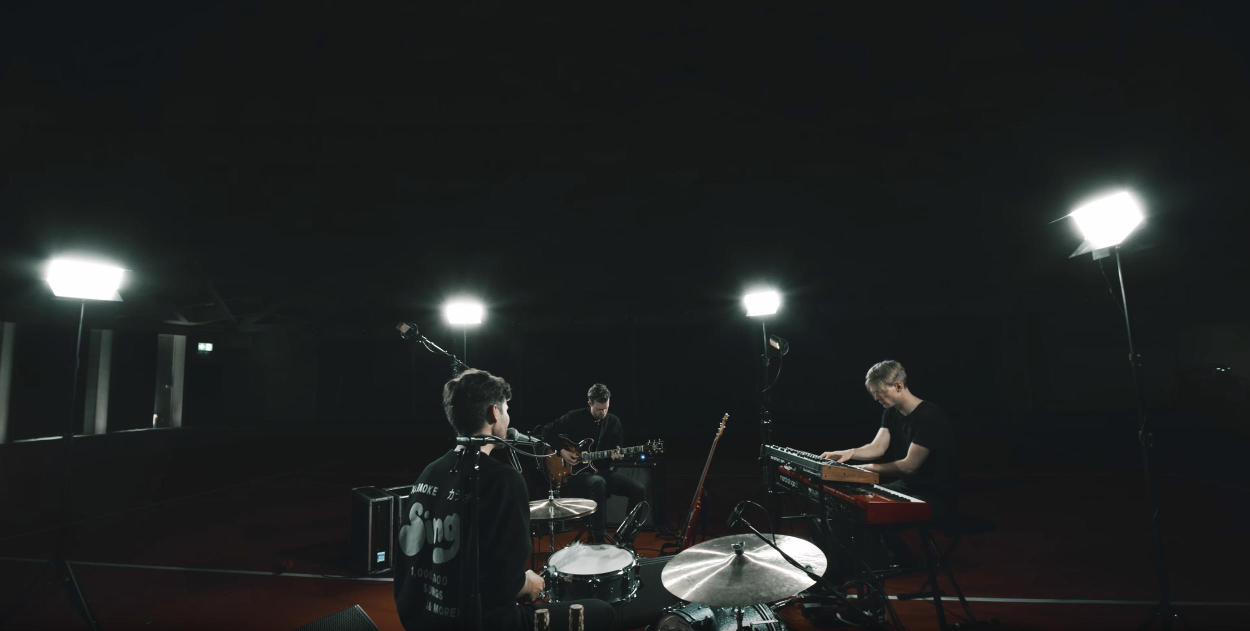 "JAMES GRUNTZ Trio ""DARK SIDE OF THE MOON"" (Live) -"
