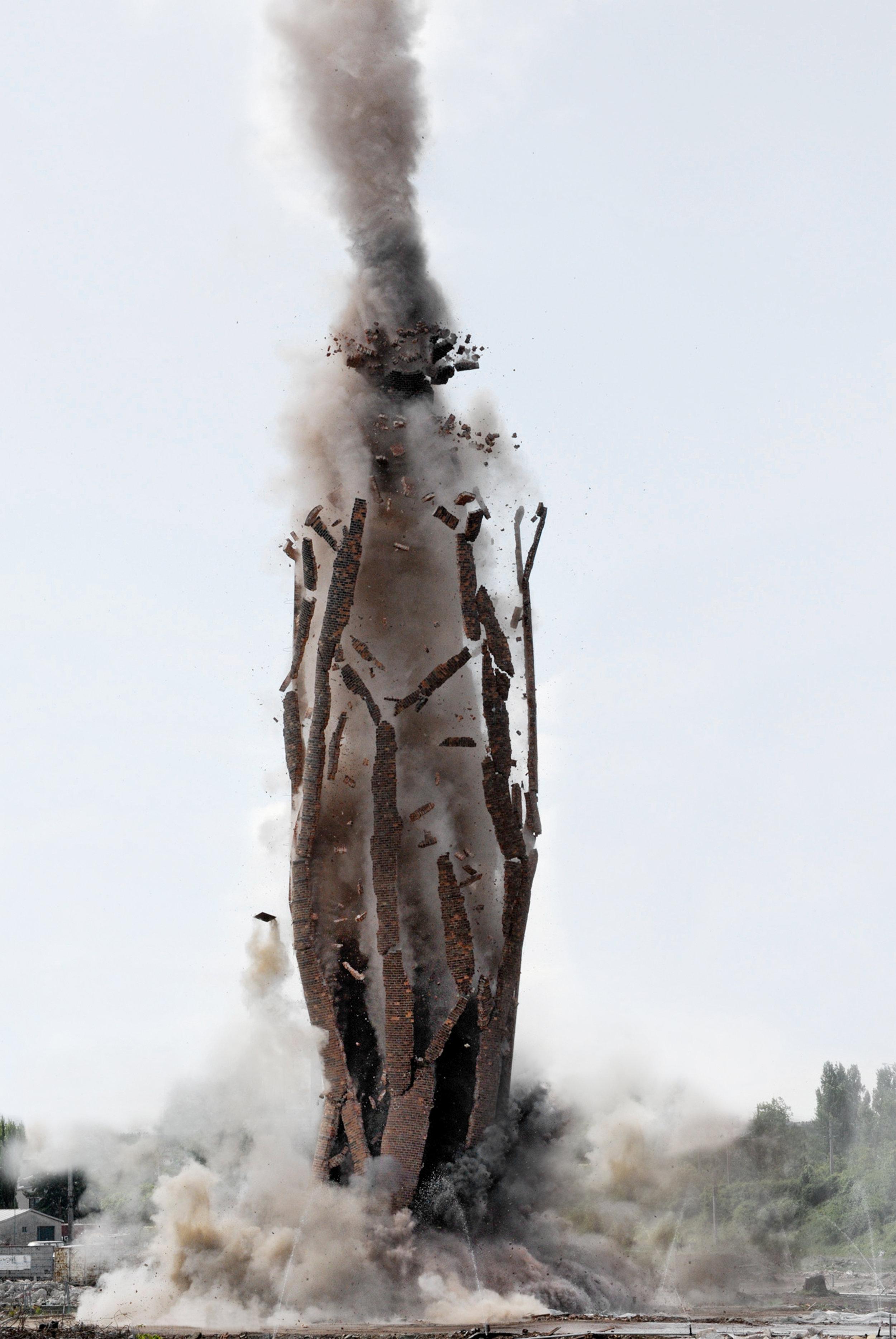 Anna Vogel, Ground Blast, 2016, pigment print, 60 x 40 cm
