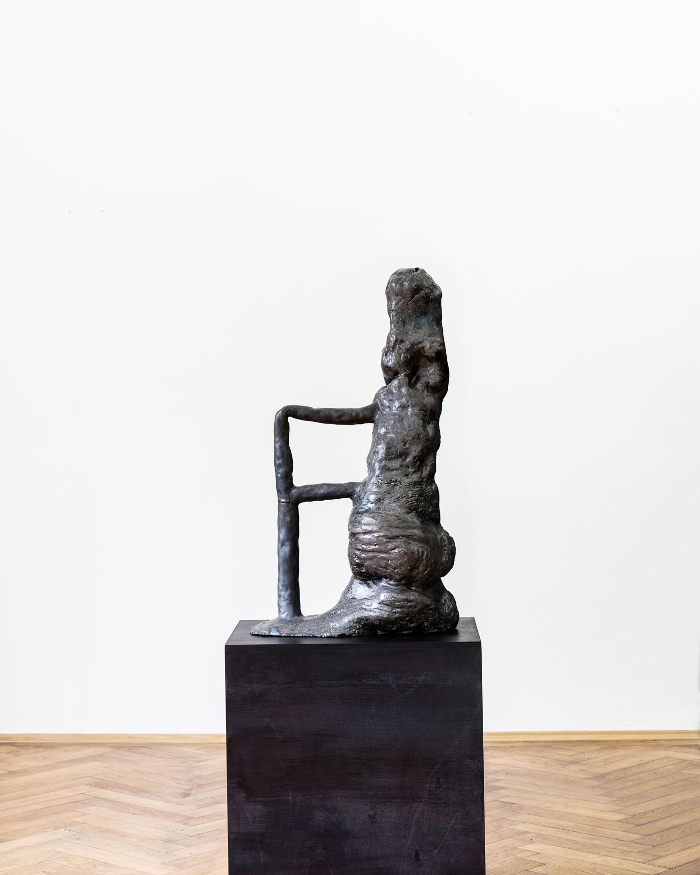 Veronika Hilger, untitled, 2017, ceramic, glazed, 79 cm x 45 x 27 cm
