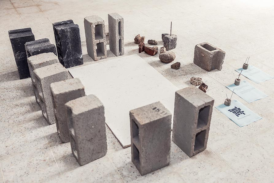 Thomas Geiger, Bricks to perform, Performative sculpture Various stones + wooden board (ca. 90×120cm), Edition: 1 + 1 AP, Artist Book + Installation