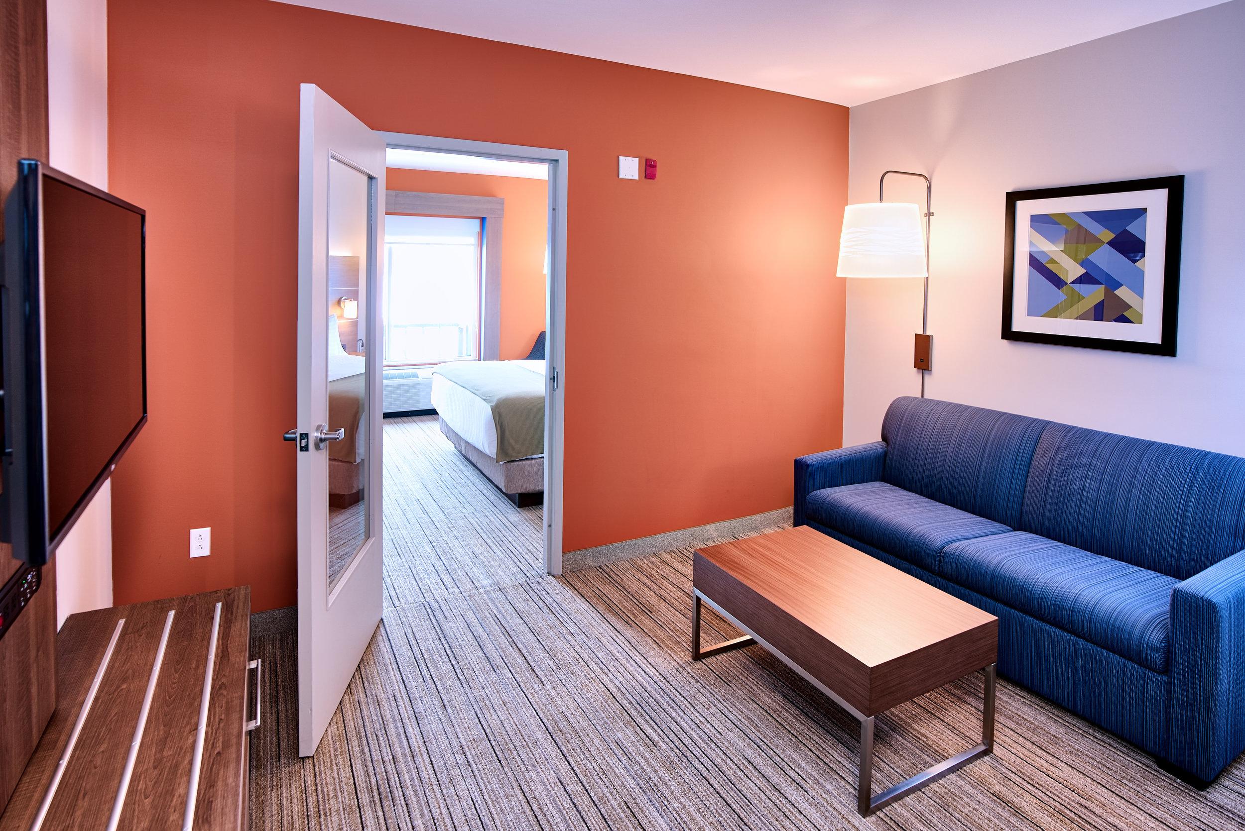 Holiday Inn Express - Room 1 C.jpg